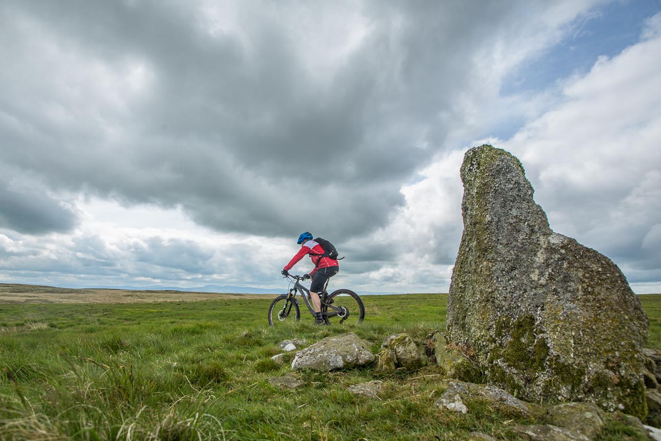 standing stone, mynydd mallaen, mtb, mountain biking,